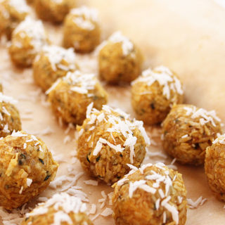Quick 8-ingredient, no bake, vegan, Raw Pumpkin Macaroons. Simply mix, roll, and freeze! Perfect treat to make if you're in a pinch for time. Chantal | freshisreal.com
