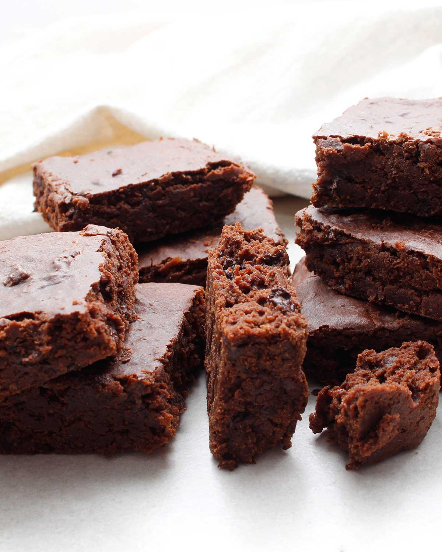 Gluten-free, vegan and allergen-friendly chocolate brownies.